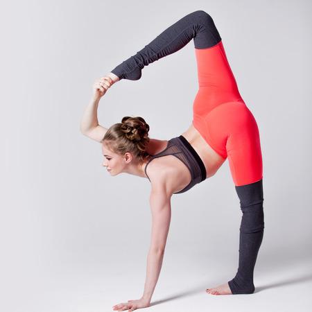 indoor shot: Tiro de interior, posturas de yoga
