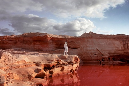futuristic astronaut on another planet, sandy red planet Standard-Bild