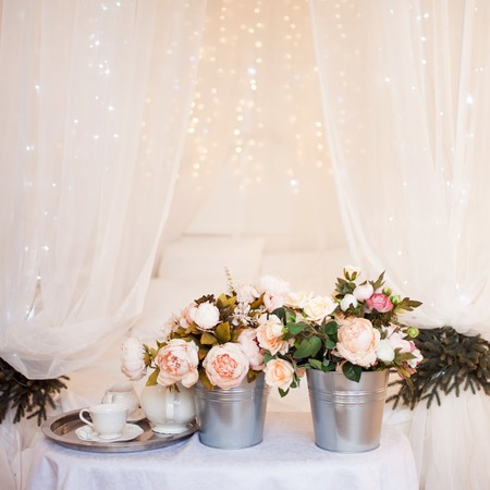 Bouquets of flowers in bedroom, interior decor, romantic setting 免版税图像