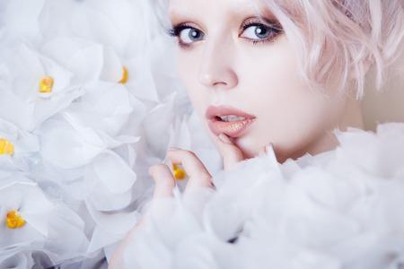beauty model: Fashion Beauty Model Girl in white Roses