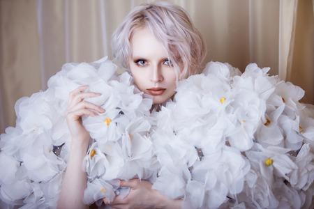 흰색 장미 패션 뷰티 모델 소녀