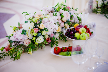 newlyweds: Serving wedding table flowers. Bureau for newlyweds
