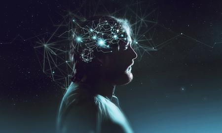 두뇌에서 기호 뉴런와 수염 난된 남자의 프로필입니다. 생각처럼 별, 우주 안에 인간, 배경 밤하늘