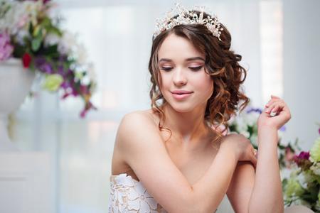 Porträt, Hochzeit Frisur, Brünette Mit Lockigem Haar. Schöne Mädchen ...