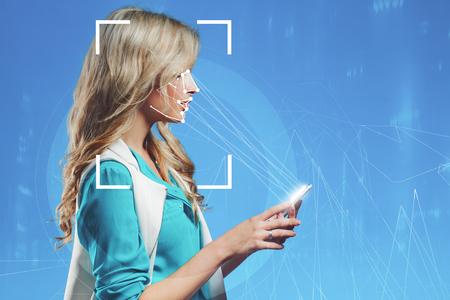 A tecnologia do reconhecimento facial. Verificação biométrica, conceito de sistema de reconhecimento facial. Retrato, ligado, um, experiência azul