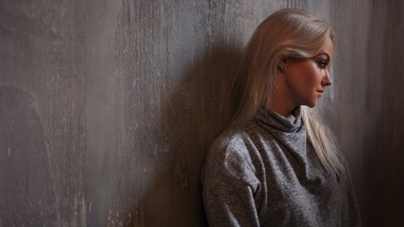 Depressed woman. blonde girl sitting on the floor, sadness and depression, concept of psychological problem Stockfoto