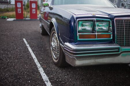 SAINT PETERSBURG, RUSSIA - OCTOBER 31, 2018: Retro car in the Parking lot. Pontiac Bonneville Redakční