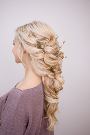 Portrait of an elegant young woman with blond hair. Trendy hairstyle, natural hair styling Imagens