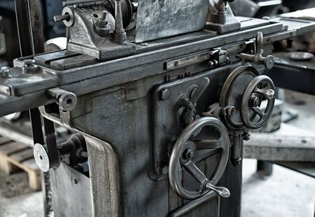 Vintage old factory metal lathe with round wheels and hands Stockfoto