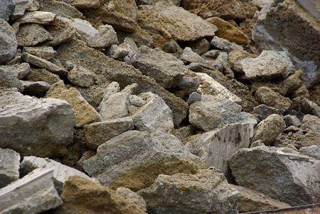 tremor: demolition rubbish