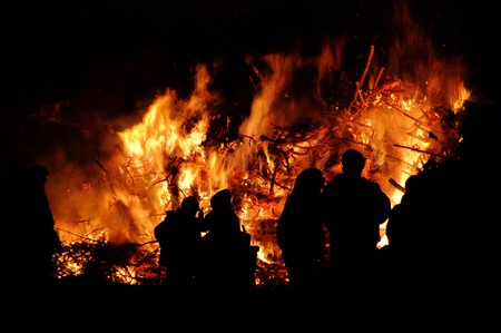 flamme: Hexenfeuer - Walpurgis Night bonfire 56 Stock Photo