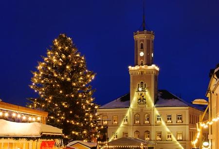 h�tte schnee: Schneeberg Weihnachtsmarkt Lizenzfreie Bilder