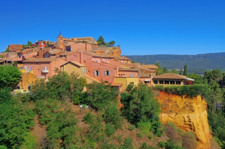 roussillon: Roussillon 24 Editorial