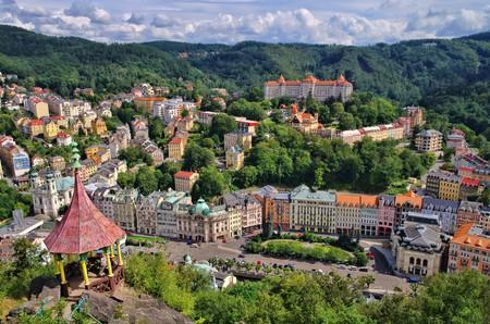 Karlovy Vary Deer Jump Standard-Bild - 26371704