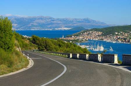 split rail: coast road Trogir