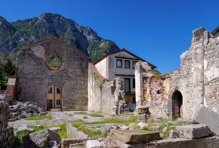 quake: Venzone in Italy, ruins after earth quake