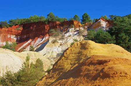 luberon: Rustel Colorado, Ochre, Luberon, Provence, France