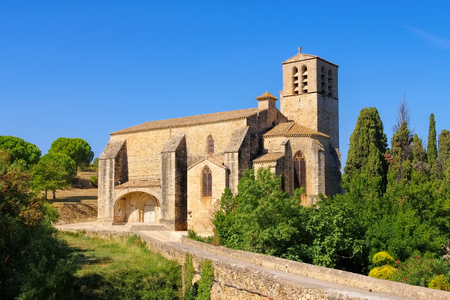 roussillon: church Saint Hyppolyte in Fontes, southern France Stock Photo
