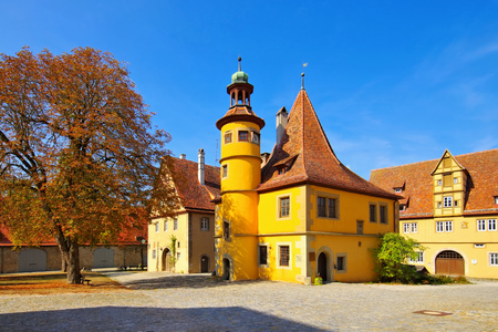 Rothenburg in Germany, the Hegereiter House in autumn Archivio Fotografico - 115563225