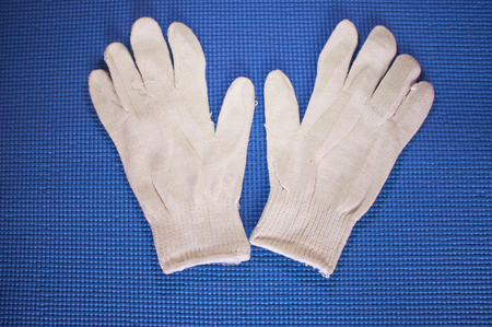 commodities: Guantes