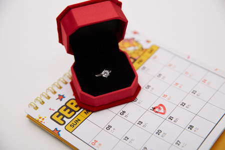 Ring box with calendar