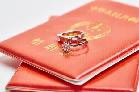 Ring on marriage certificate 版權商用圖片