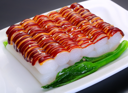 Rice noodle roll with mixed sauce Фото со стока