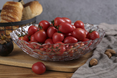 Glass fruit bowl with tomatoes