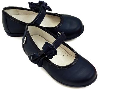 Isoliert neues Paar Kinder blauem Leder Schuhe auf einem weißen Hintergrund Standard-Bild - 23297129