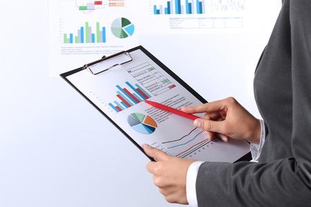 若い実業家のペンでグラフ表示 写真素材