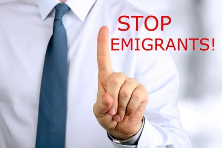 emigranti: Avvertimento uomo. Smettere di emigranti Archivio Fotografico