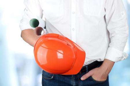 gerente: ingeniero celebraci�n de naranja casco para los trabajadores de seguridad Foto de archivo