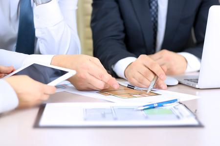 Real-estate agent discussing a  house plans with  a businessman. Foto de archivo
