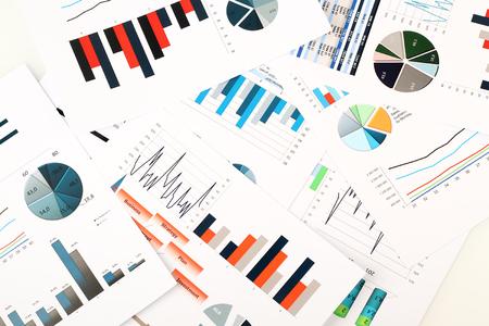 Bunten Grafiken, Diagramme, Marktforschung und Business-Jahresbericht Hintergrund, Projektmanagement, Budgetplanung, Finanz- und Bildungskonzepte Standard-Bild - 56197427