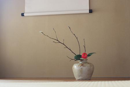 Japanese room: flowers in the vase /horizontal