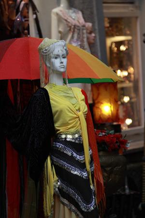 Manichino a Salisburgo - boutique di strada Archivio Fotografico - 97710321