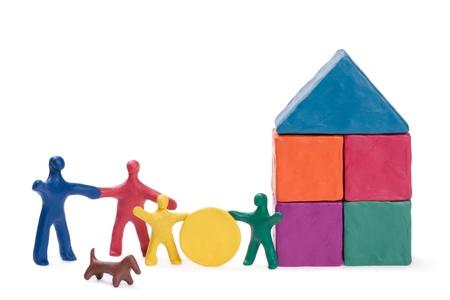 cantieri edili: Una famiglia felice, una nuova casa e il sole. Abstract.
