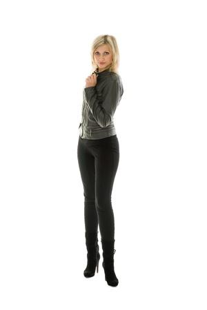 aussi: Belle fille de veste en cuir et des jeans.