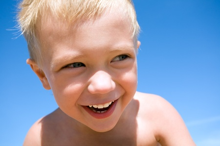 kinder: Laughing little boy on the beach. Boy 4 years Stock Photo