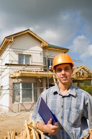 De inspecteur van het gebouw op een werkplatform. Stockfoto