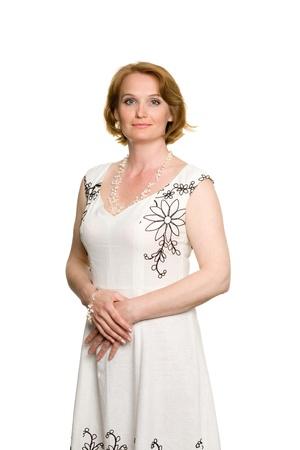 damas antiguas: Mujer de edad media atractiva con un vestido de verano.
