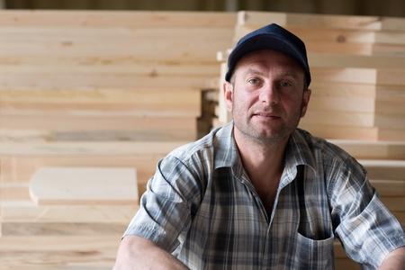 planos electricos: Carpintero en las piezas de fondo de madera.