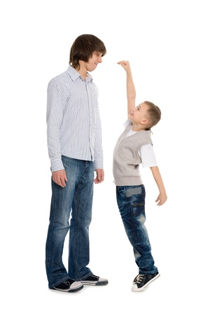 younger man: Younger brother of measuring the growth of an older brother.