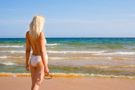 Beautiful girl looking to the sea. photo