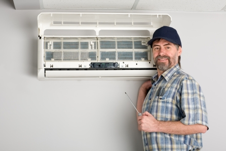 air conditioning: Repairer conducts adjustment of the indoor unit air conditioner
