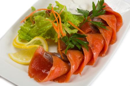 jorobado: salmón rojo en salmuera picante, limón y ensalada