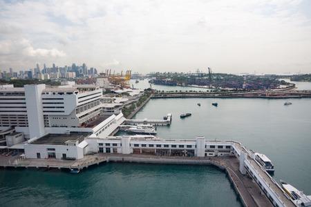 literas: Vista de las zonas industriales de las literas del puerto de Singapur. Foto de archivo