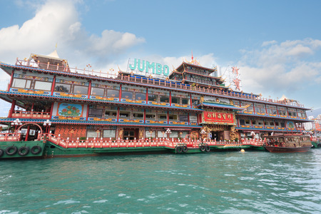 HONG KONG - SEPTEMBER 28, 2011  The world-famous Floating Restaurant Jumbo  is part of Jumbo Kingdom, it is a tourist attraction located in the within Hong Kong 新聞圖片