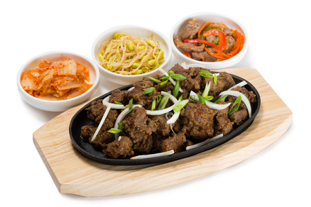 ventricles: Roasted lamb with onions in a skillet and salads heh. From a series of Food Korean cuisine.