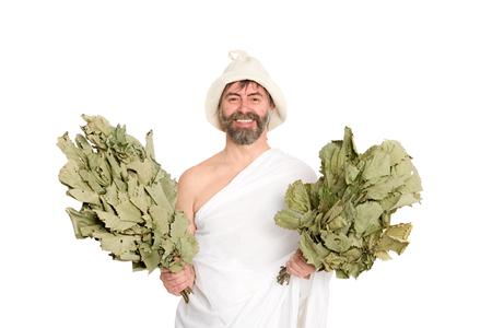 sauna nackt: Joyfu Mann mit einem in der traditionellen Kleidung von Bad gekleidet Besen. Aus einer Serie von russischen Bad.